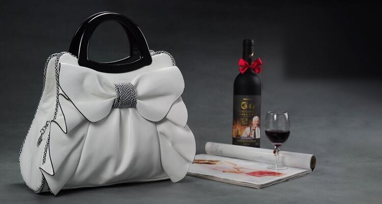 Túi xách đẹp hình chiếc nơ lớn màu trắng